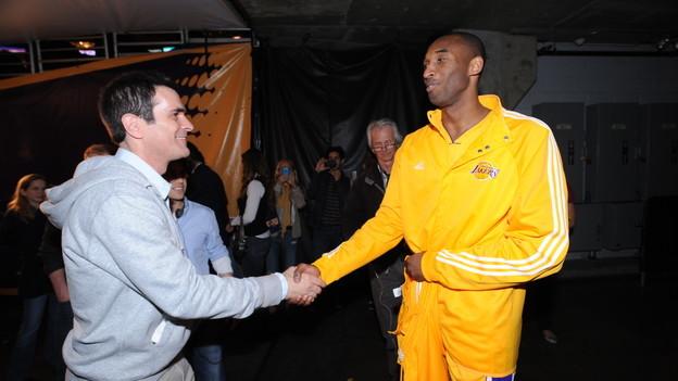 Phil e Kobe in Modern Family
