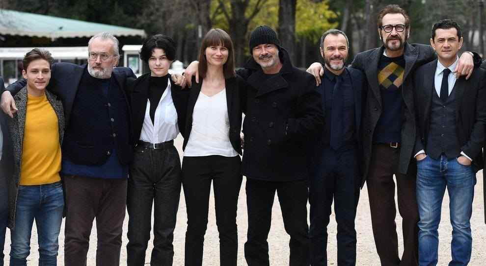 Cast Villetta con Ospiti